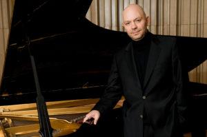 Özgür Aydin, Klavier